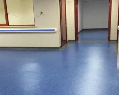 重庆南桥寺中医院选择使用大巨龙地板,无方向